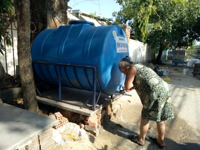 Người dân Đà Nẵng lao đao vì thiếu nước sinh hoạt - 4