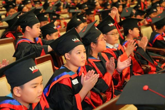Thêm 2.096 học viên VUS nhận chứng chỉ Anh ngữ quốc tế - 2