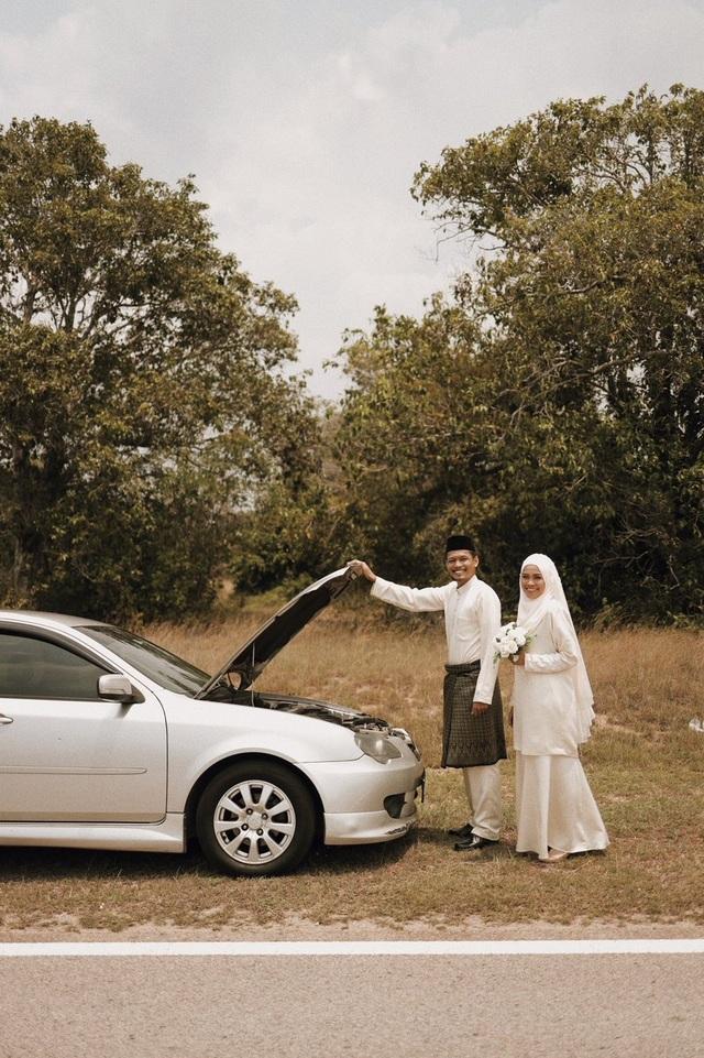 Xe hỏng dọc đường, cặp đôi có ngay bộ ảnh cưới ngẫu hứng được dân mạng tán dương hết lời - 2