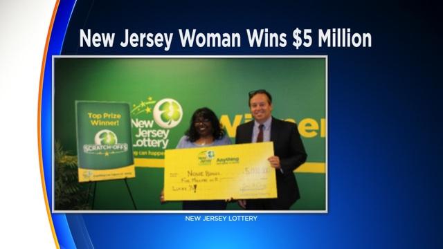 Người phụ nữ trúng 5 triệu đô la xổ số ngay sau khi cầu nguyện người mẹ đã mất phù hộ - 1