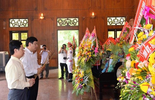 Trang trọng lễ tưởng niệm 50 năm ngày mất Chủ tịch Hồ Chí Minh - 2