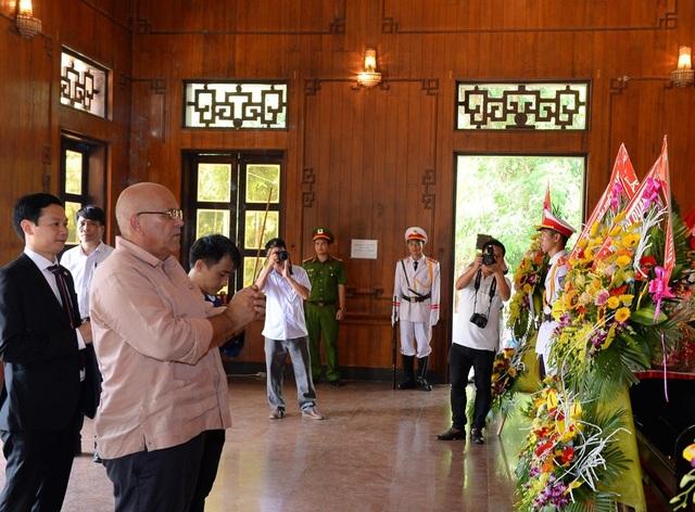 Trang trọng lễ tưởng niệm 50 năm ngày mất Chủ tịch Hồ Chí Minh - 3