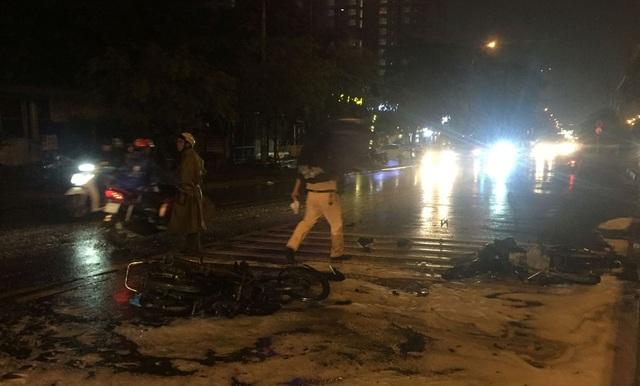2 xe máy tông nhau, một xe bốc cháy dữ dội - 3