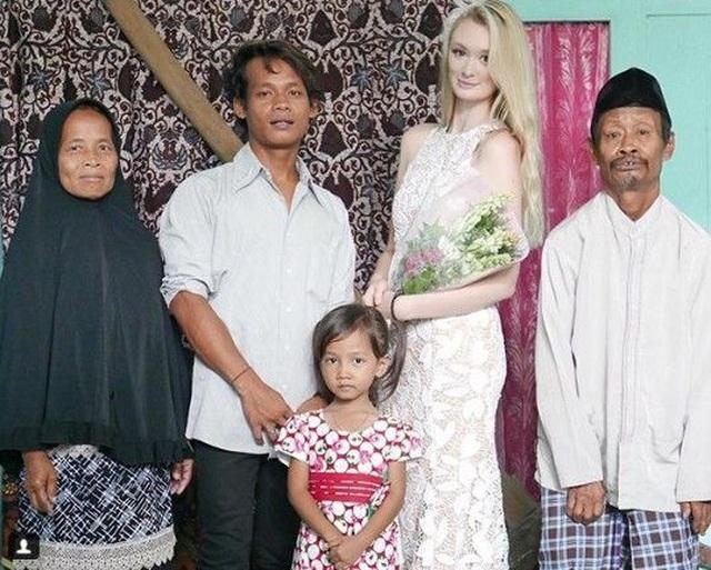 """Cặp đôi đũa lệch gây """"bão""""một thời ở Indonesia trở lại với loạt khoảnh khắc ngọt ngào! - 1"""