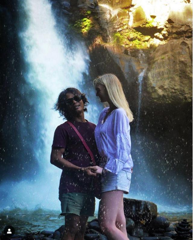 """Cặp đôi đũa lệch gây """"bão""""một thời ở Indonesia trở lại với loạt khoảnh khắc ngọt ngào! - 9"""