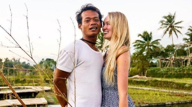 """Cặp đôi đũa lệch gây """"bão""""một thời ở Indonesia trở lại với loạt khoảnh khắc ngọt ngào! - 6"""