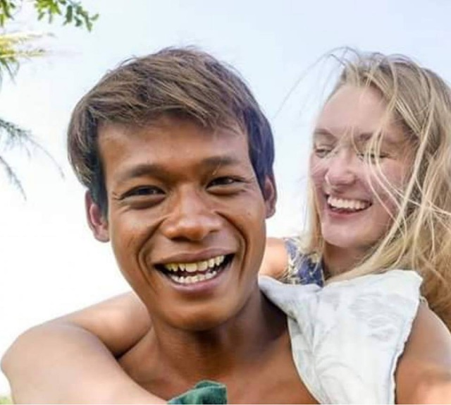 """Cặp đôi đũa lệch gây """"bão""""một thời ở Indonesia trở lại với loạt khoảnh khắc ngọt ngào! - 3"""