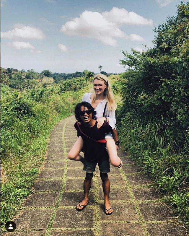 """Cặp đôi đũa lệch gây """"bão""""một thời ở Indonesia trở lại với loạt khoảnh khắc ngọt ngào! - 10"""