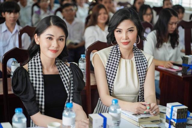Hơn 13 tuổi, Vũ Cẩm Nhung trẻ đẹp không kém Á hậu Thùy Dung - 4