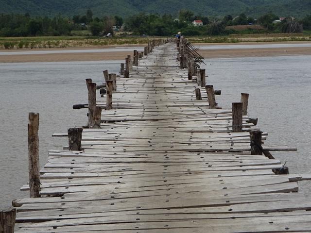 Người dân xã nghèo mong mỏi có cây cầu giữa đại ngàn Tây Nguyên! - 1