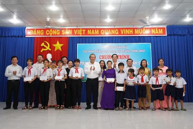 Phó Thủ tướng Trương Hoà Bình tặng quà gia đình chính sách, hộ nghèo - 2