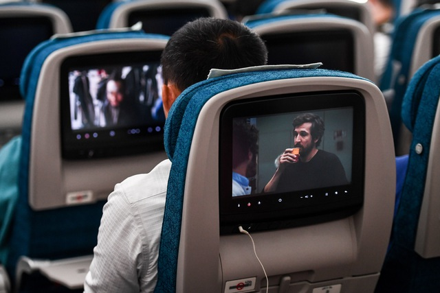 Hành khách ngỡ ngàng khi được trải nghiệm máy bay Boeing lớn nhất thế giới vừa về Việt Nam - 4