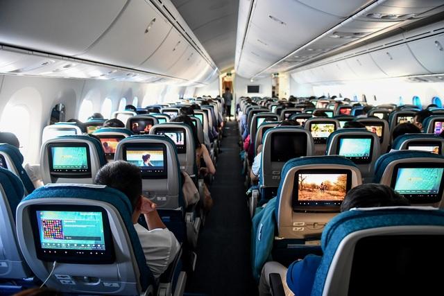 Hành khách ngỡ ngàng khi được trải nghiệm máy bay Boeing lớn nhất thế giới vừa về Việt Nam - 2