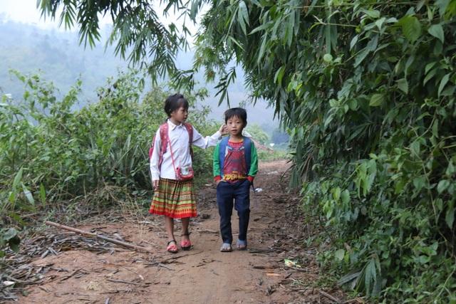 Nơi học sinh đến trường từ 4 rưỡi sáng, hàng trăm đứa trẻ thất học, mù chữ - 5