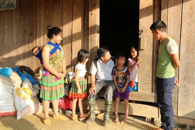 Nơi học sinh đến trường từ 4 rưỡi sáng, hàng trăm đứa trẻ thất học, mù chữ - 7
