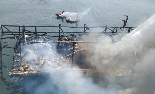 Tàu cá vừa được bơm 25.000 lít dầu thì bốc cháy dữ dội - 2