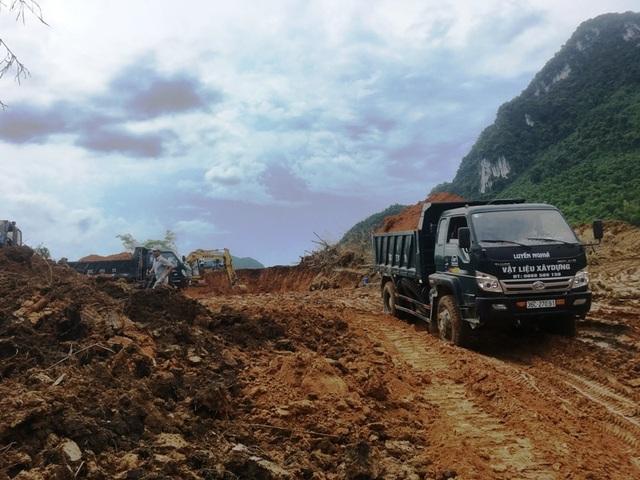 Hối hả san núi, bạt đồi làm nhà cho người dân vùng lũ Sa Ná - 6