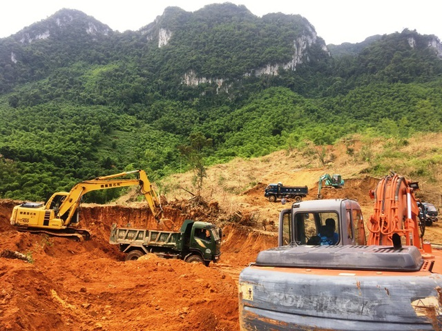 Hối hả san núi, bạt đồi làm nhà cho người dân vùng lũ Sa Ná - 7