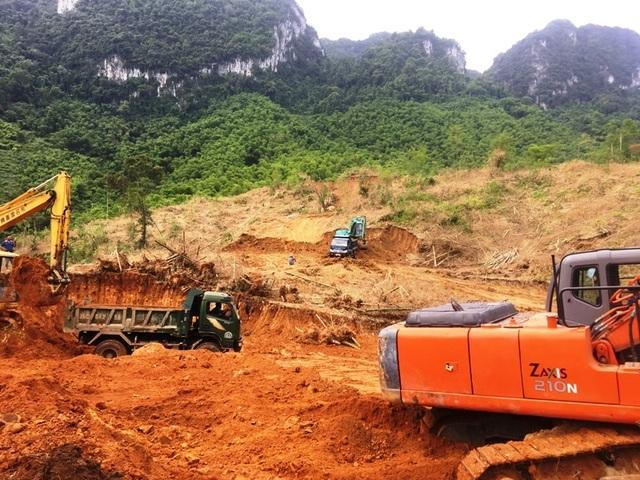 Hối hả san núi, bạt đồi làm nhà cho người dân vùng lũ Sa Ná - 3