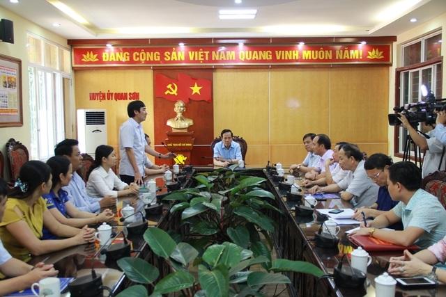 Bộ trưởng Đào Ngọc Dung thăm và tặng quà đồng bào vùng lũ huyện Quan Sơn - 1