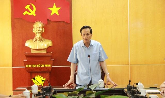 Bộ trưởng Đào Ngọc Dung thăm và tặng quà đồng bào vùng lũ huyện Quan Sơn - 2