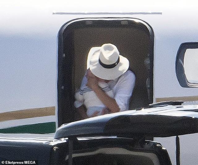 Vợ chồng Hoàng tử Anh Harry bị chỉ trích vì di chuyển bằng chuyên cơ  - 2
