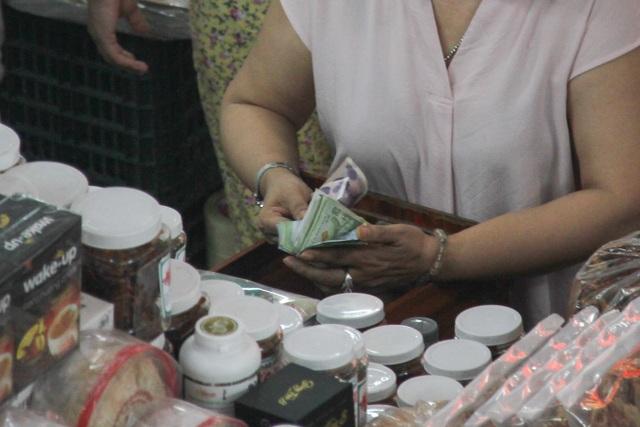 Đà Nẵng: Công khai mua bán hàng hóa bằng ngoại tệ - 4