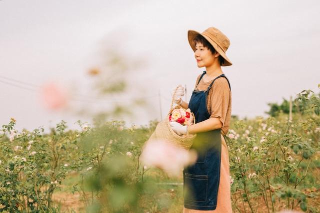 Nữ giám đốc đam mê hoa hồng, sở hữu trang trại hoa hồng đẹp như cổ tích hơn 30.000m2 - 1
