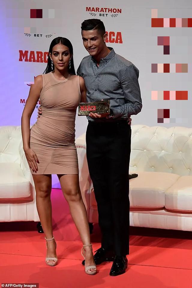 Bạn gái của Cristiano Ronaldo đẹp cuốn hút từng centimet - 14