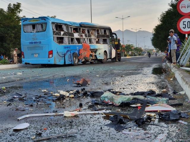 Hai xe khách tông nhau, 1 người chết, hàng chục người bị thương - 1