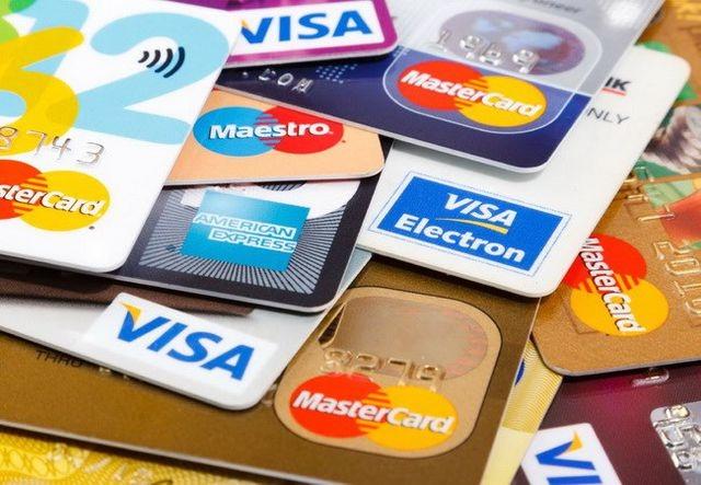 Rút tiền qua thẻ tín dụng lãi suất hơn 20%/năm, Ngân hàng Nhà nước cảnh báo - 1