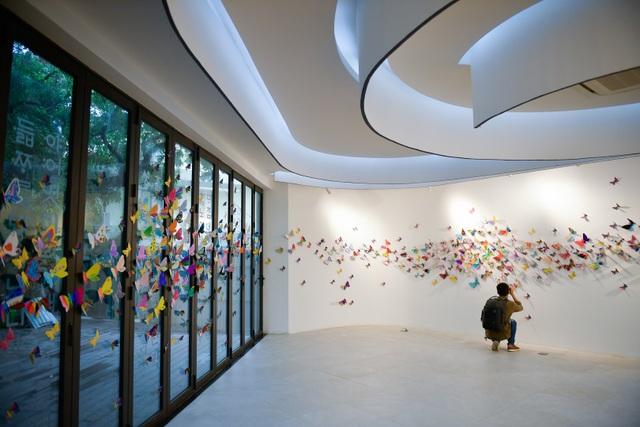 Tác phẩm mỹ thuật khổng lồ với 1300 cánh bướm giấy xuất hiện ở Hà Nội - 2