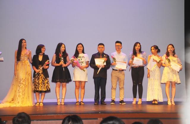 Vòng tay nước Mỹ 7: Sự kiện gắn kết cộng đồng người Việt tại Mỹ - 11