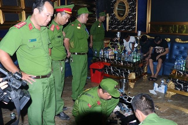 Mở tiệc ma túy trong quán Karaoke, hàng chục đối tượng bị bắt giữ - 2