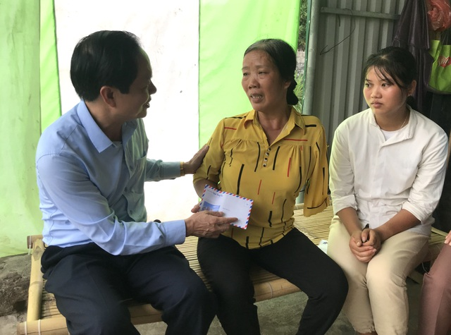 Lãnh đạo trường ĐH Khoa học Xã hội và Nhân văn về tận nhà đón nữ sinh nghèo xứ Nghệ nhập học - 3