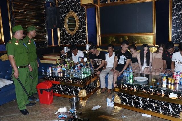 Mở tiệc ma túy trong quán Karaoke, hàng chục đối tượng bị bắt giữ - 1