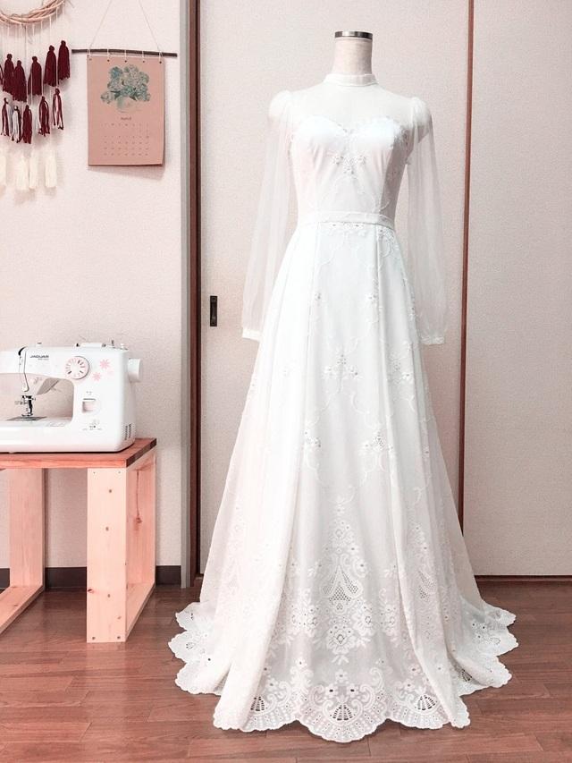 """Cô gái xinh xắn dành 3 tháng tự tay may váy cưới gây """"sốt"""" mạng - 1"""