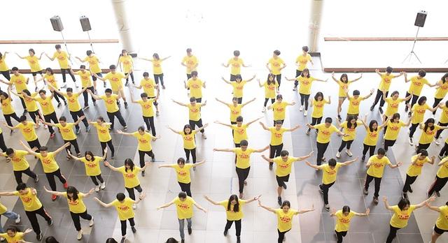 Top 10 Đại sứ trường Ams cùng nhảy flashmob đón tân binh - 9