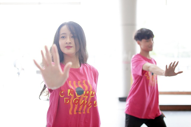 Top 10 Đại sứ trường Ams cùng nhảy flashmob đón tân binh - 2