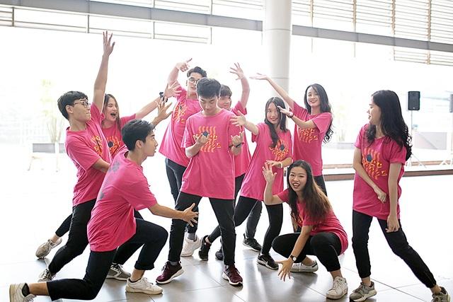 Top 10 Đại sứ trường Ams cùng nhảy flashmob đón tân binh - 3