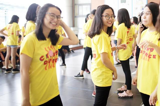 Top 10 Đại sứ trường Ams cùng nhảy flashmob đón tân binh - 5
