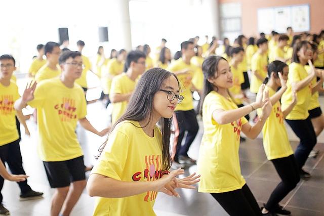 Top 10 Đại sứ trường Ams cùng nhảy flashmob đón tân binh - 6