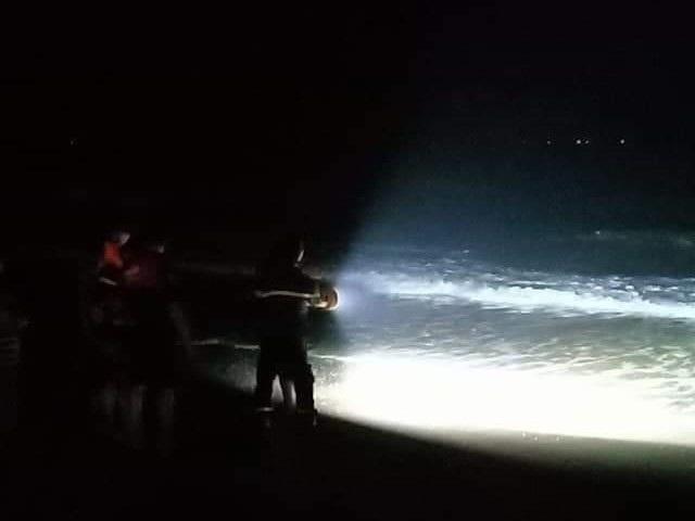 Tìm thấy thi thể 4 du khách bị sóng biển cuốn trôi ở Bình Thuận - 1