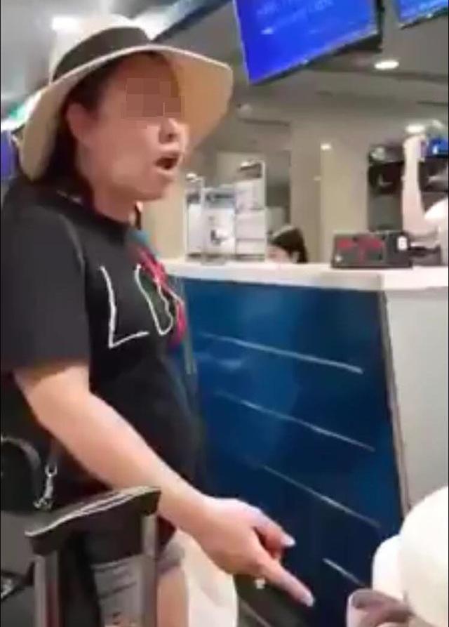 """Nữ hành khách gây """"náo loạn"""" sân bay vì không được miễn cước hành lý - 1"""