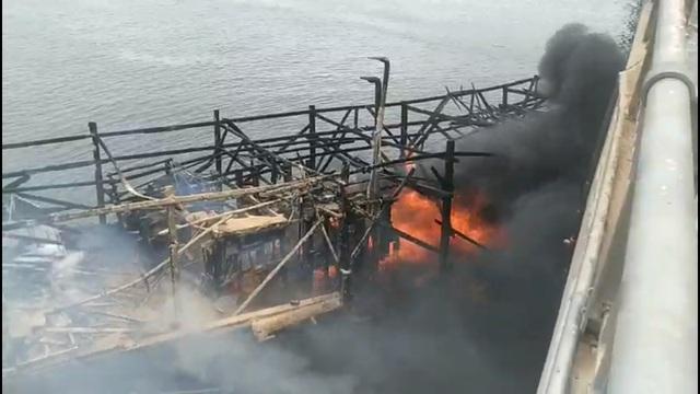 Vụ cháy tàu chứa 25.000 lít dầu: Cầu trăm tỷ bị nung suốt nhiều giờ - 2