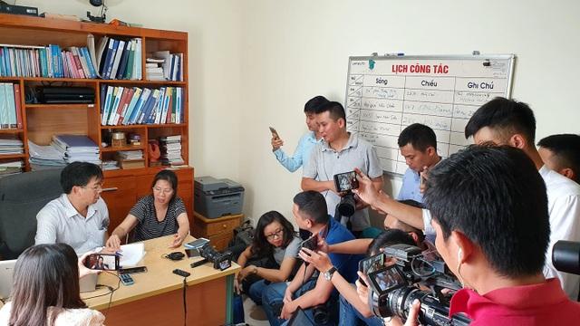 Camera trường Gateway thể hiện chỉ 12 học sinh được đưa vào trường? - 2
