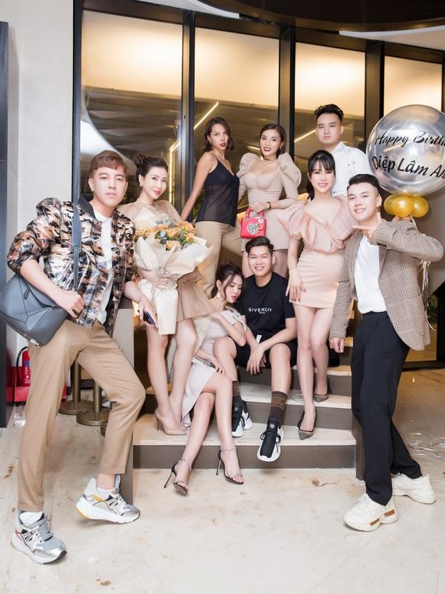 Bà xã Cường Đôla dự sinh nhật Diệp Lâm Anh sau đám cưới ngợp siêu xe - 1