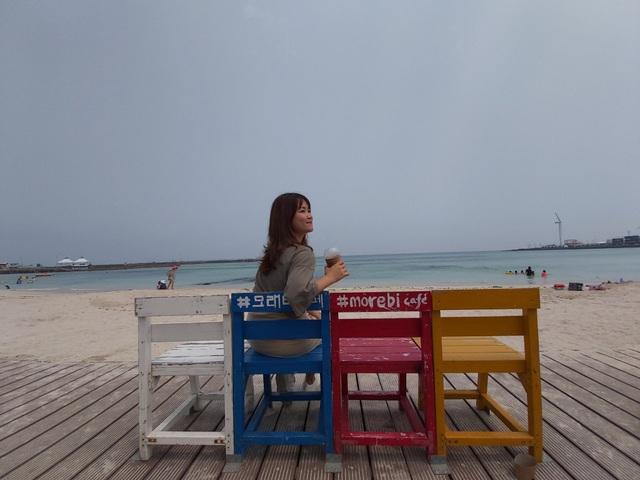 """Khách Việt thích thú """"check-in"""" hàng ghế sống ảo trong MV gây """"sốt"""" của Sơn Tùng MTP tại Hàn Quốc - 5"""