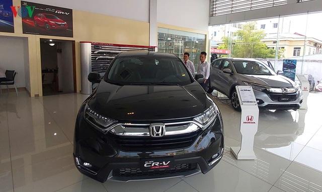 Thị trường ô tô tháng Ngâu: Người xem thì nhiều, kẻ mua thì ít - 2