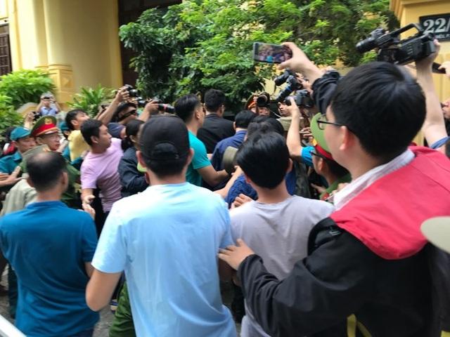Bị cáo Nguyễn Hữu Linh lĩnh 18 tháng tù - 11